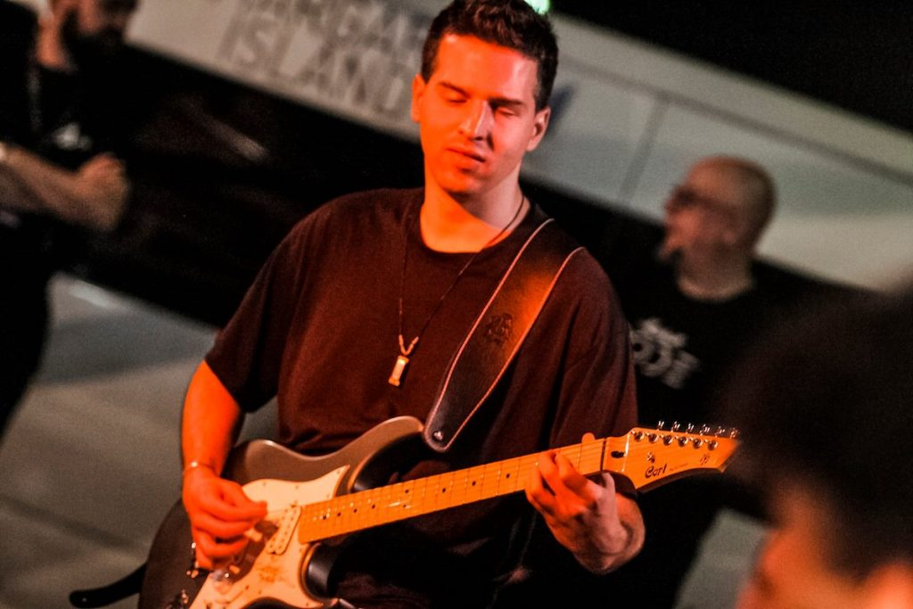 Juhász Tamás a vaklárma együttes gitáros vezetője