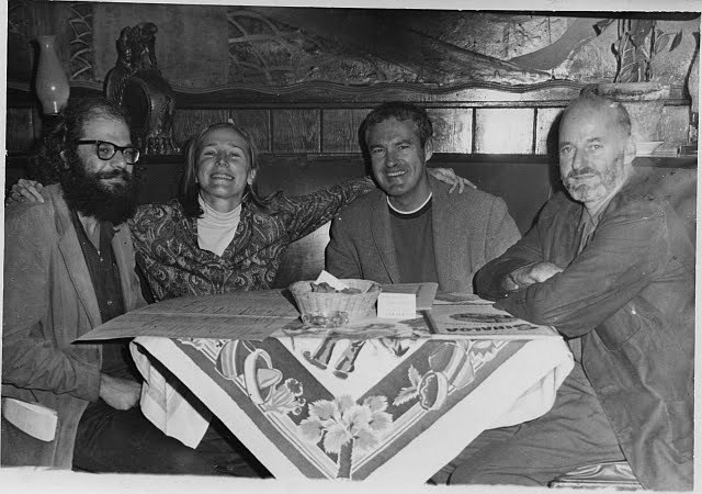 Balról-jobbra: Allen Ginsberg, Peggy Hitchcock, Timothy Leary és Lawrence Ferlinghetti – a pszichedelikus mozgalom vezéralakjai