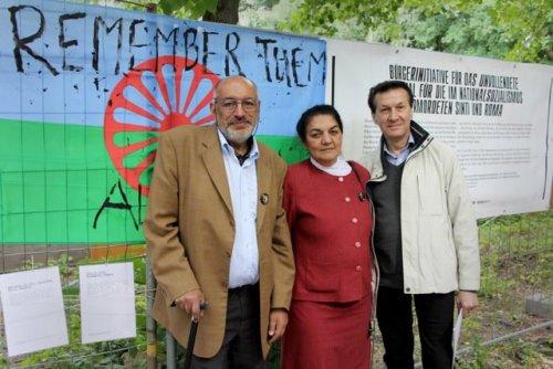 Nicolae Gheorghe, Daróczi Ágnes és Hans Caldaras a Roma Bölcsek közül (Foto: Nihad Nino Pusija 2012)