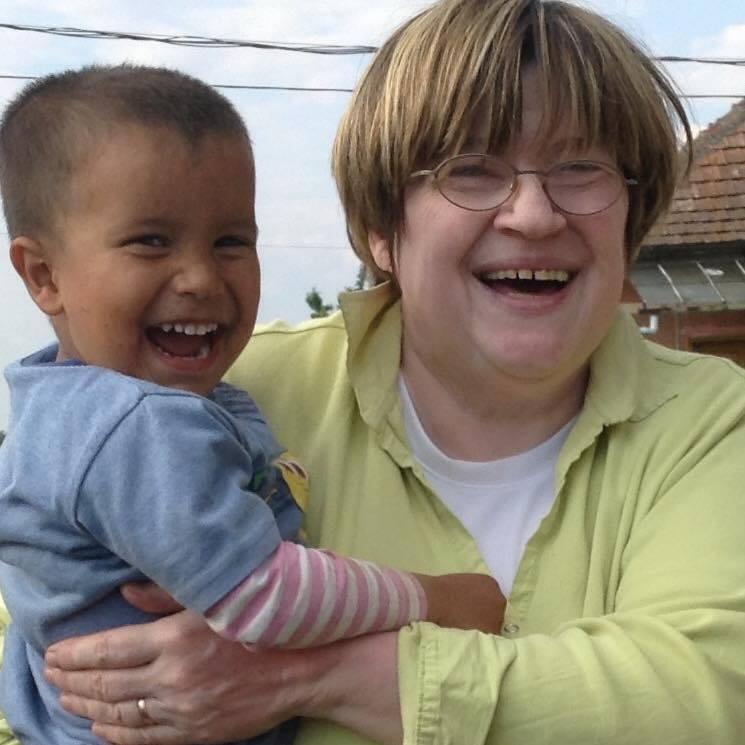 dr. Deák Dániel felesége Kiss Anikó képzőművész, (Anna Varró) aki a Szociális Csomagküldő Mozgalom Alapítvánnyal (szocsoma) rendszeresen gyűjt és szállít adományokat a mélyszegény romák lakta kistelepülésekre.