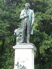 Tompa Mihály, Rimaszombati szobra. Holló Barnabás alkotása (1902)