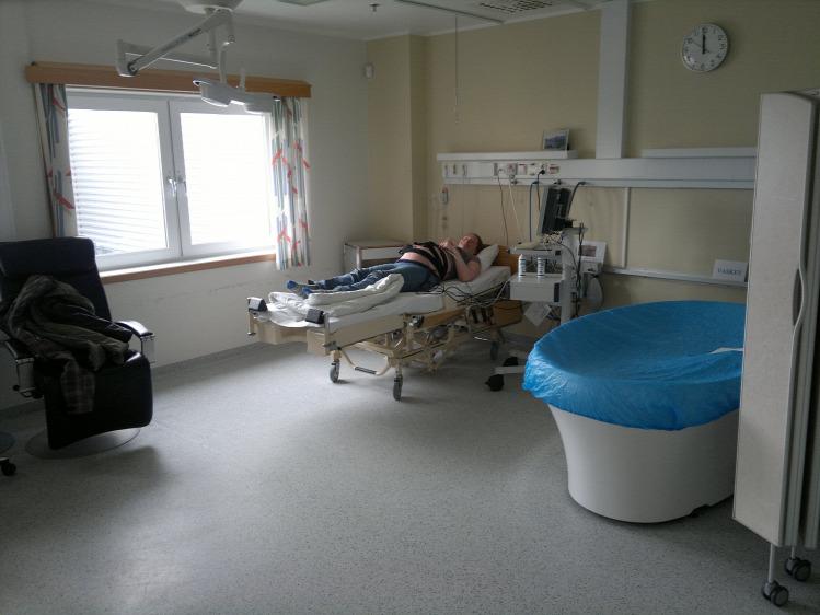 szülőszoba paravánnal - fotó: Bezzeganya - Reblog